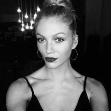 #Repost @mrrichmond ・・・ The gorgeous @sophie_harries #selfie #beauty #model #hair #makeup @mrrichmond @representedby.me using @lauramercier @narsissist @tomford @bumbleandbumble